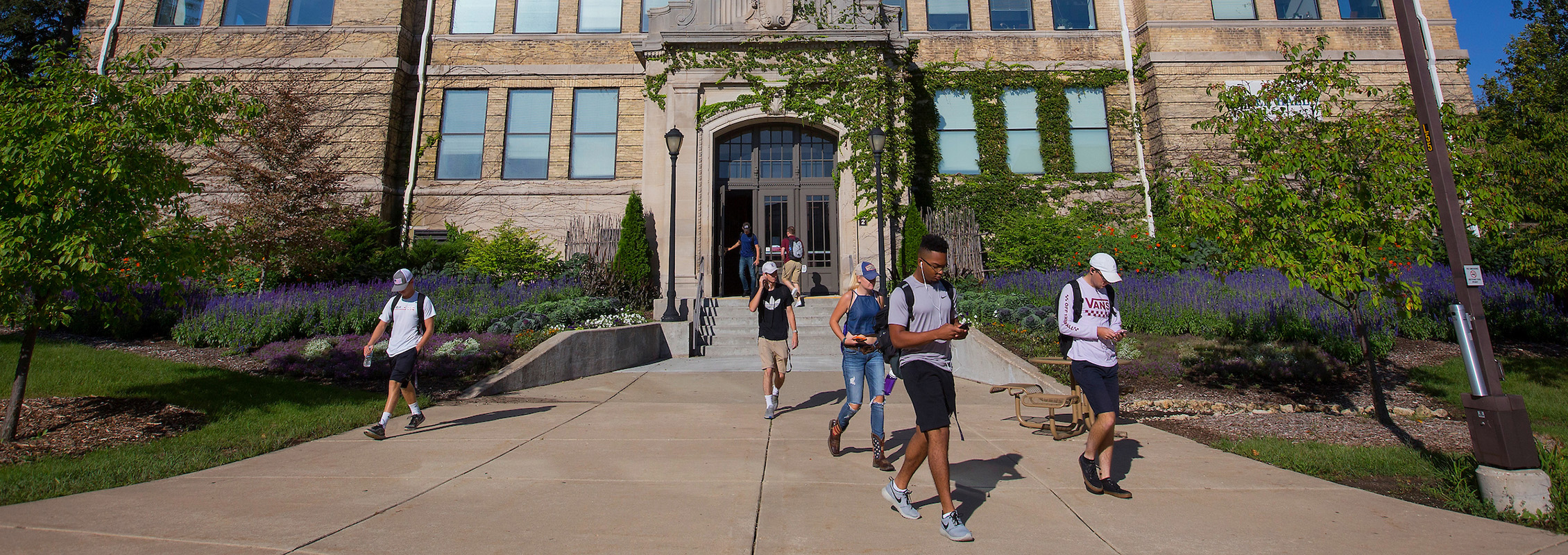 UW-Whitewater students enrolling in classes