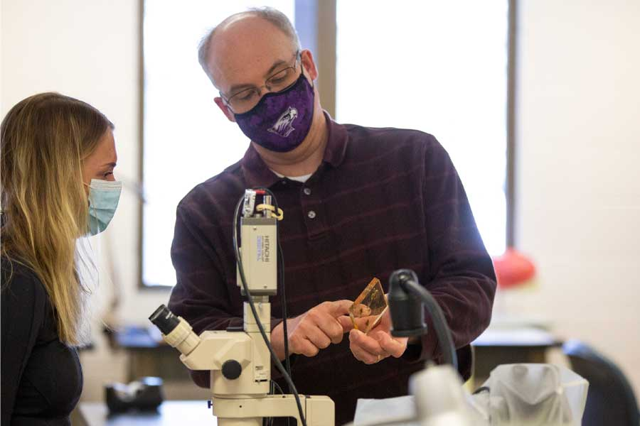Tom Klubertanz stands with a student in the lab.